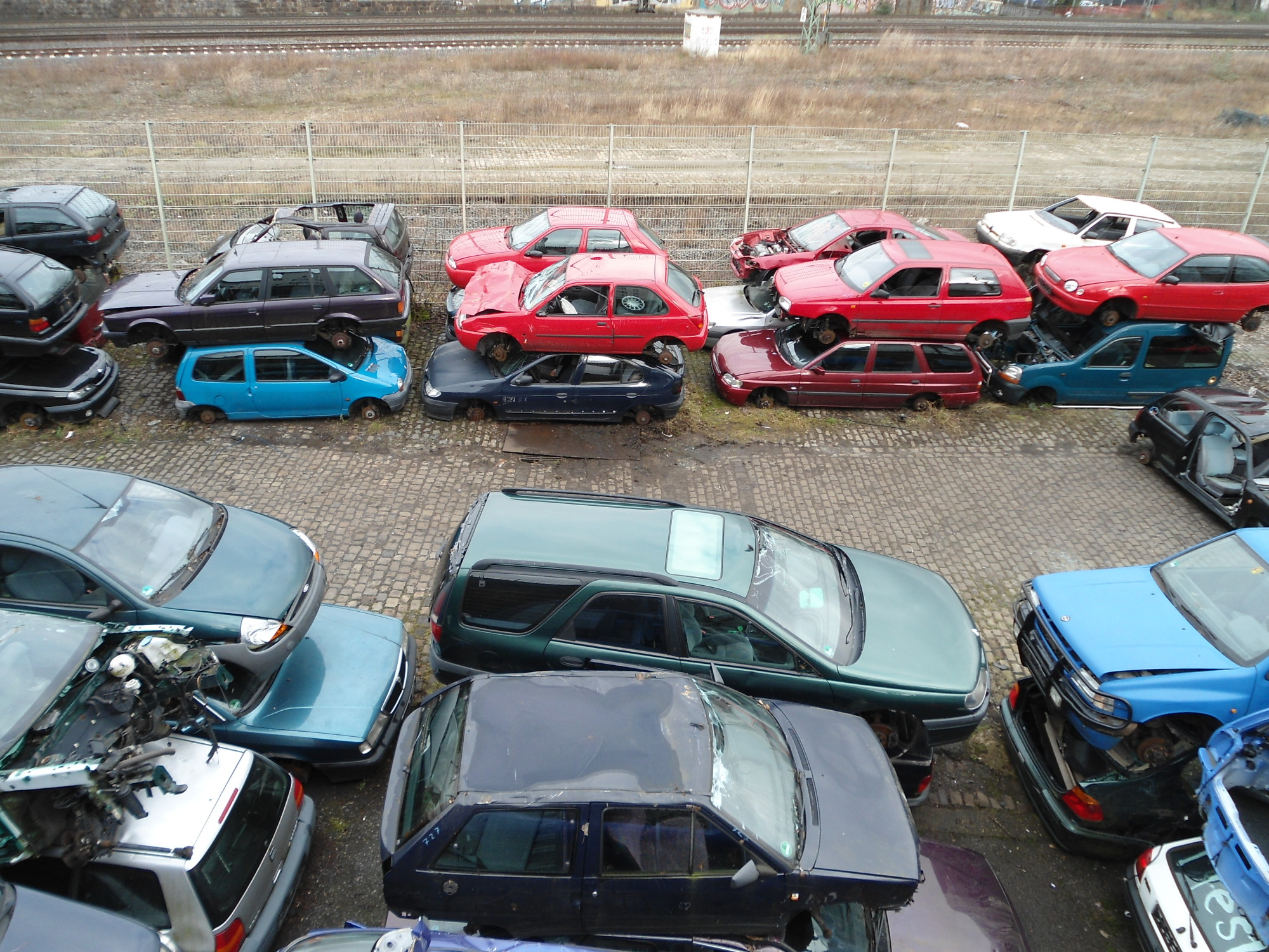 Hier werden Autos zur Autoentsorgung deponiert